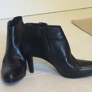 Naturalizer black leather and suede bootie sz 8.5